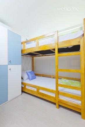 - Dormitory Room (2 Double Deck beds + Locker)