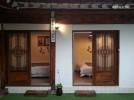 슈퍼싱글 침대가 각각 있는 작은 방 2개