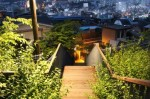 집으로 내려오는 계단