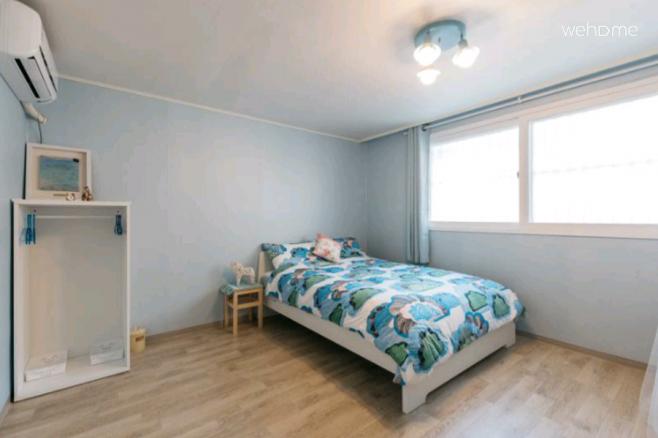 넓은 침실