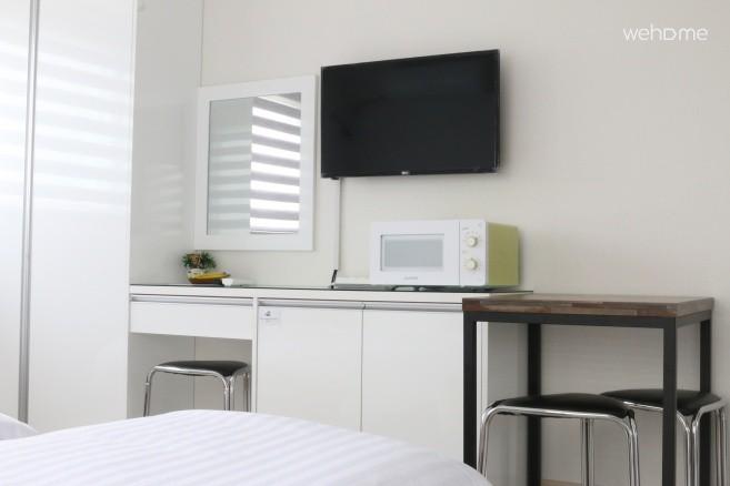 LED TV 및 전자레인지, 화장대, 식탁