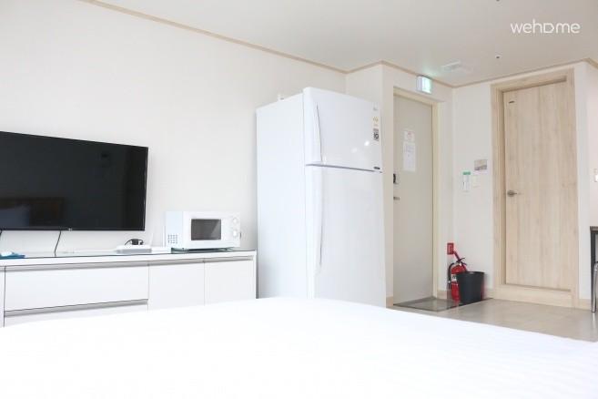 LED TV 및 전자레인지 및 대형 냉장고