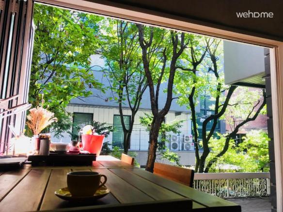 날씨가 좋을때 창을 활짝 열고 정원을 감상하시기 바랍니다.