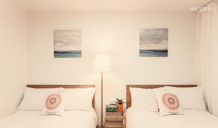 침실1 퀸베드 2개