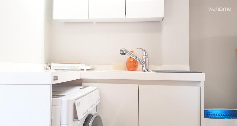 냄비, 후라이팬, 식기류 등 조리 할 수 있는 주방용품과 세탁기가 구비되어 있어요.