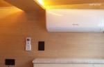 위 아래 각 방마다 에어컨이 설치되어 있습니다.