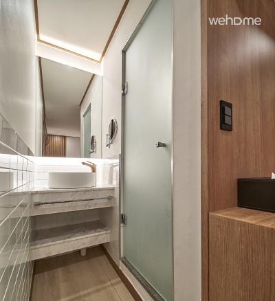 [1] [홍대역5분] 쾌적한 더블룸/개별욕실 (2인실)