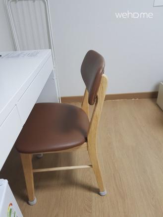 등받이 의자도 비치되어있습니다 ^^