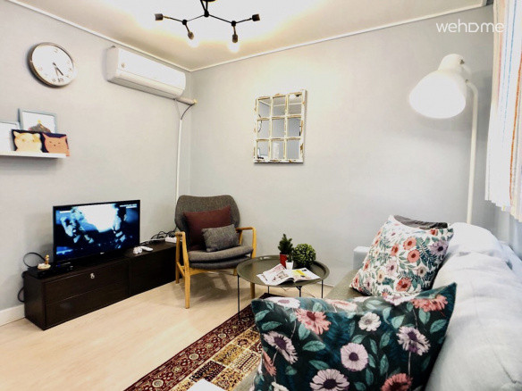 1.5 Room Hongik University Station 5 minutes, Gyeongui Line Forest Road Park 2 minutes.