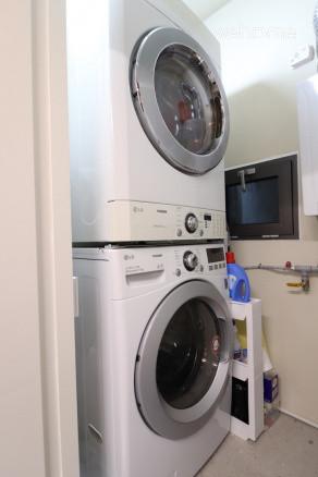 세탁기와 건조기입니다.세제 제공됩니다.
