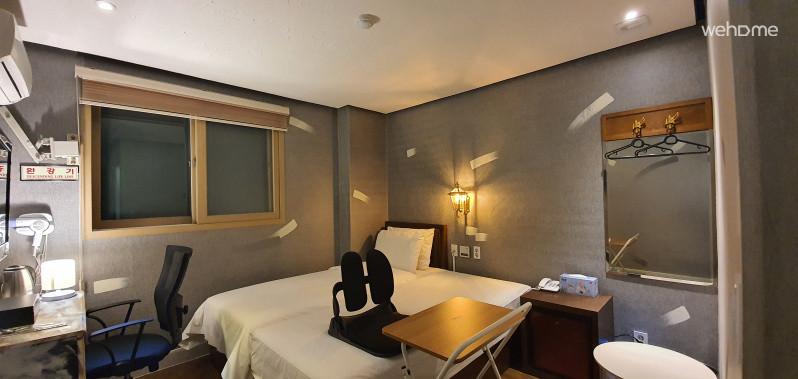 업무가능한 침실(화장대, 책상, WIFI)
