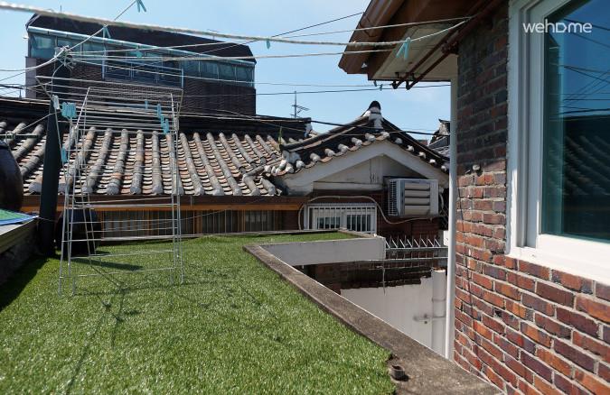 옥상은 햇볕이 잘들어 빨래가 잘마릅니다.